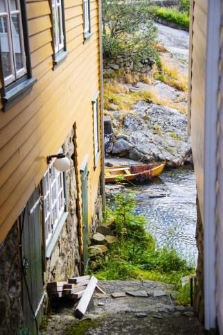 En robåt i elva Sokno i i Sogndalsstrand