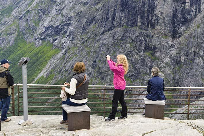 Turister på Trollstigplatået