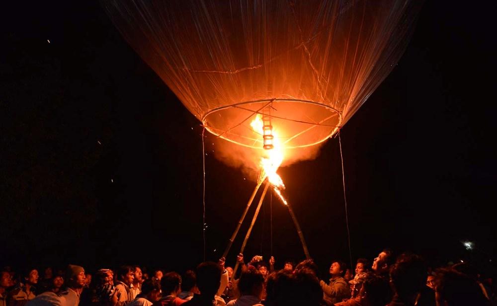 ballong letter under ballongfestival i myanmar