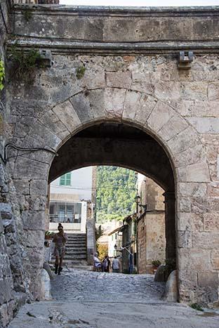 Portal i landsbyen Valldemossa på Mallorca