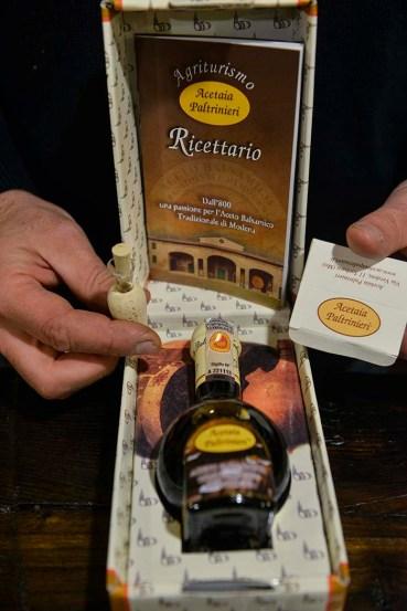 En flaske med ekte Aceto Balsimico Tradizionale di Modena D.O.P.