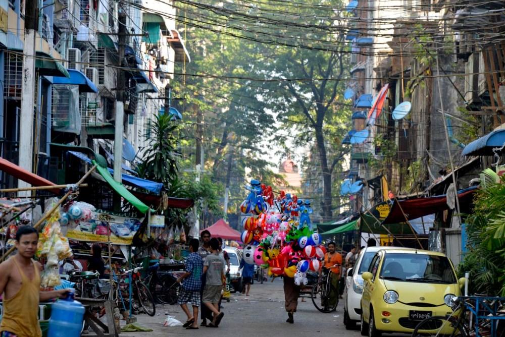 En gate i Yangon sentrum