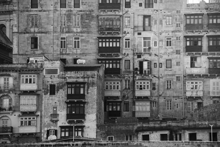 Fasader langs sjøen i Valletta