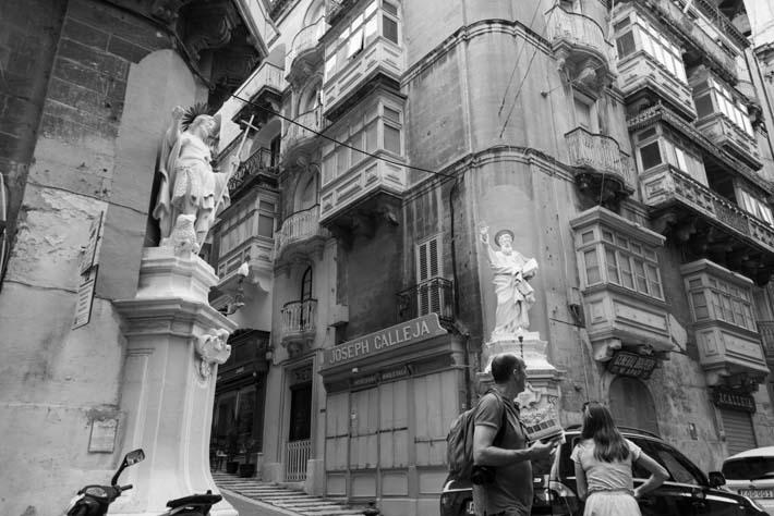Statuer ved gatehjørne i Valletta