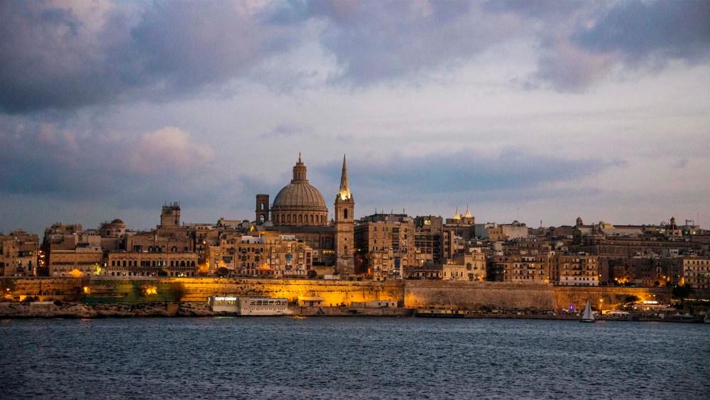 Valletta sett fra Sliema i kveldslys