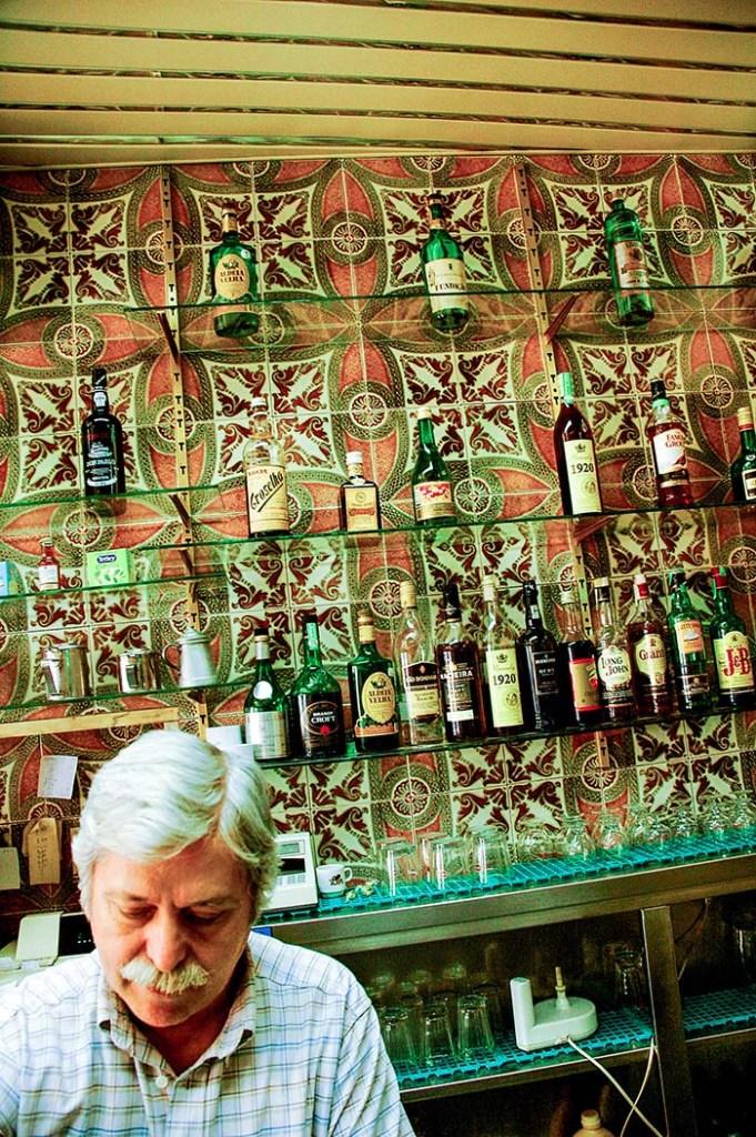 Flisevegg i en bar i Lisboa