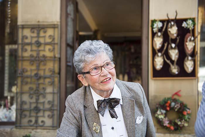 Tysk dame i bayersk folkedrakt