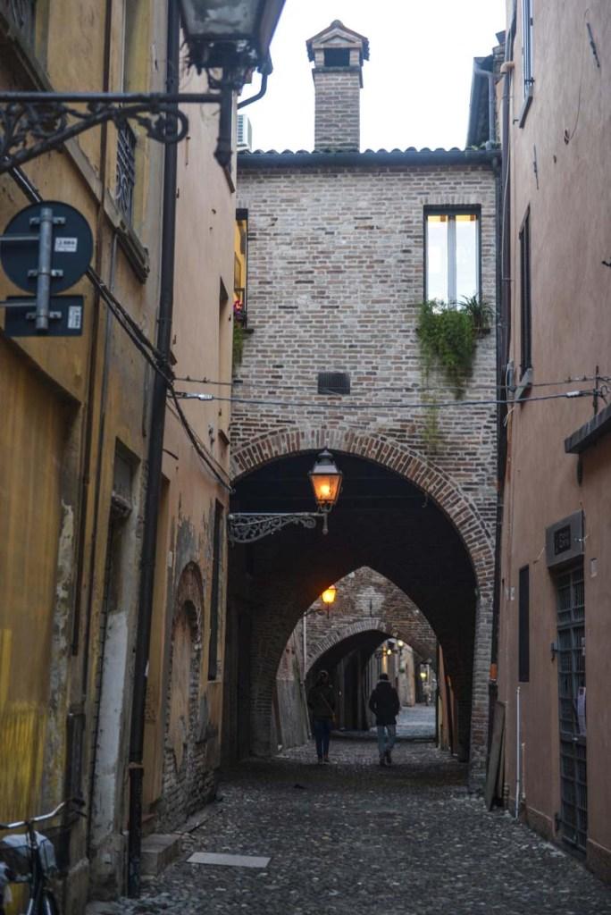 Portal i gamlebyen i Ferrara