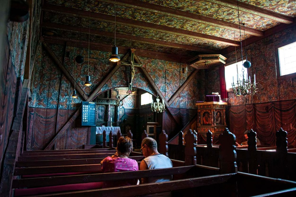 Interiøret i Røldal stavkirke