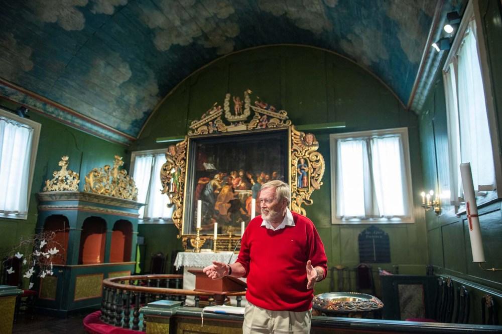 Guide Thomas Juell viser Risør kirke