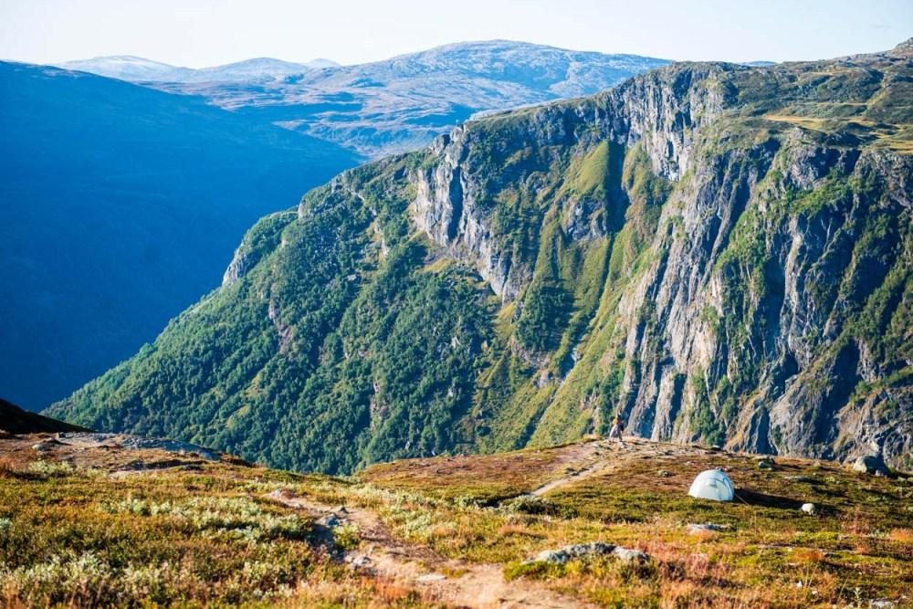 Telt ved kanten av dalen over Turtagrø