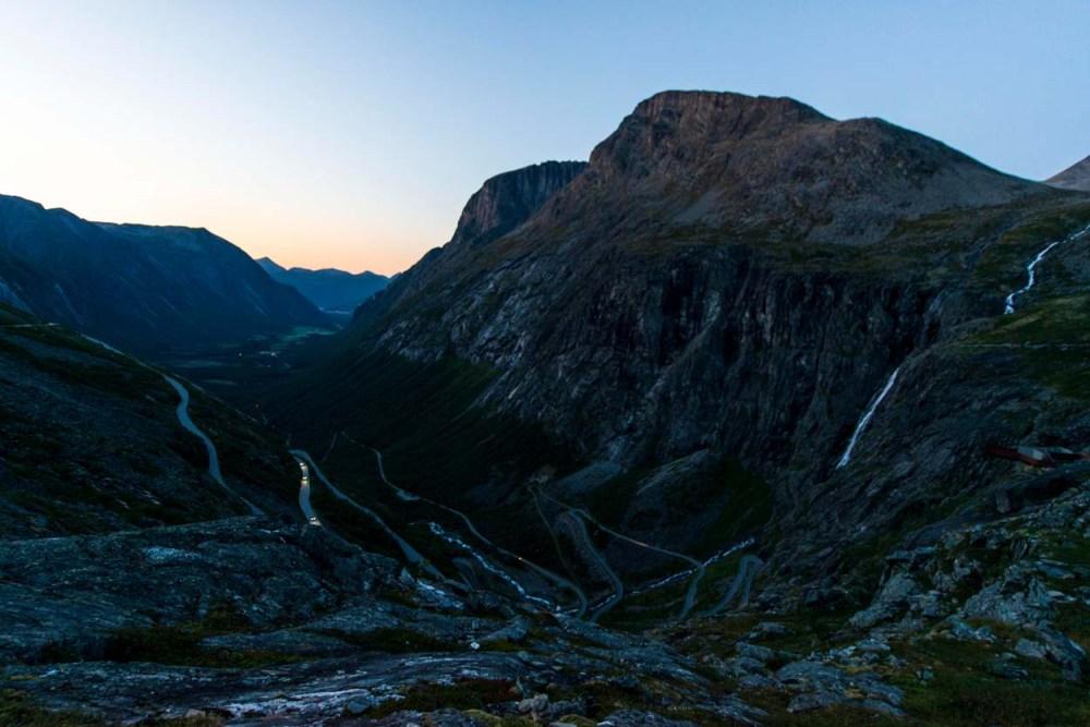 Trollstigen i Møre og Romsdal på kveldstid