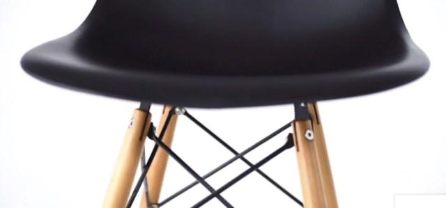 A inigualável Cadeira Charles Eames Wood Eiffel está aqui