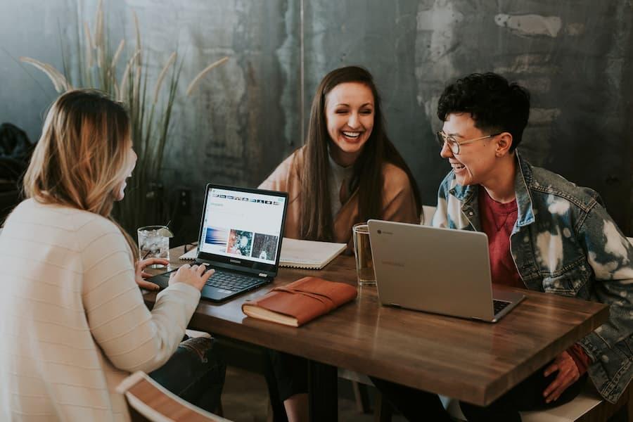 8 consejos que los empleadores deben seguir antes, durante y después de una feria profesional virtual