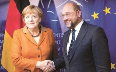 """ألمانيا : شولتس يطالب بـ """" ولايات متحدة أوروبية """" .. و ميركل ترد"""