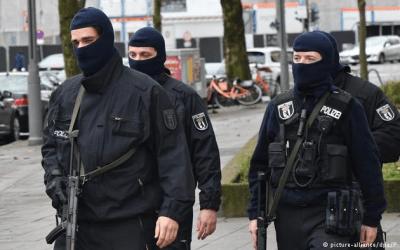 ألمانيا : تفتيش شقق و مكاتب إيرانيين بشبهة التجسس و الانتماء لفيلق القدس