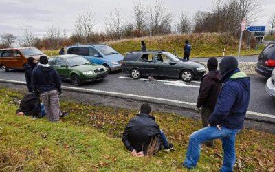 """في عملية """" أشبه بالأفلام """" .. اعتقال 4 سوريين مشتبه بهم على طريق في ألمانيا !"""