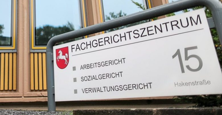 """ألمانيا : محكمة تمنح ثلاثة سوريين حق اللجوء تنفيذاً لاستحقاق """" الفارين من الخدمة في الجيش النظامي """" له"""