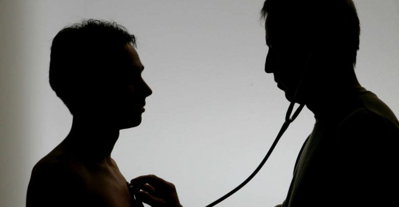 التحقيق مع طبيب في المانيا يستغل وصف العلاج  لمريضاته لممارسة الجنس الإبتزازي معهن!