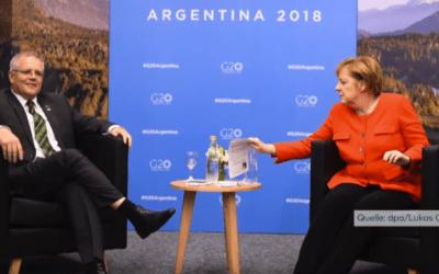 الأستراليون يسخرون من صورة تظهر عدم معرفة ميركل لنظيرها الأسترالي في قمة العشرين