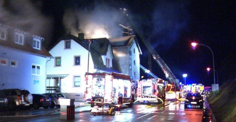 ألمانيا : حريق يو د ي بحيا ة عدة أشخاص في شقة سكنية في هذه المدينة