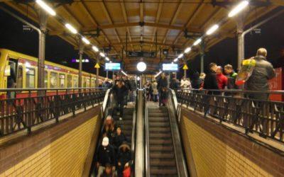 ألمانيا : عنصري يلكم بطن محجبة حامل في محطة قطار شهيرة ببرلين !