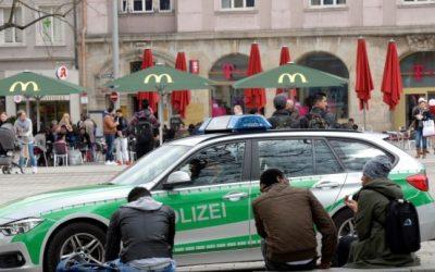 صحيفة ألمانية : رجال شرطة مخمورين يعتدون على لاجئ و مع ذلك يحتفظون بوظائفهم !