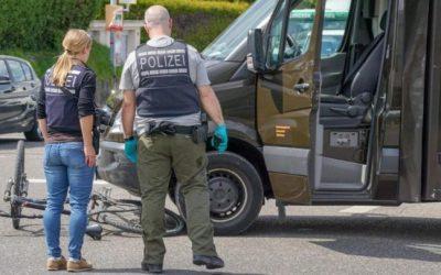 ألمانيا : ساعي بريد يصدم دراجة هوائية بسيارته ثم يط. ـعن سائقها بس. ـكين في هذه الولاية