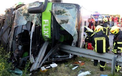 """ألمانيا : وفاة شخص و إصابة العشرات جراء انقلاب حافلة """" فليكس بوس """""""