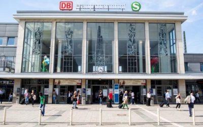 الشرطة تطلب المساعدة في كشف هويته .. ألمانيا : مجهول يدفع فتاة سورية بو. حشية لأسفل السلالم في محطة قطار بهذه المدينة