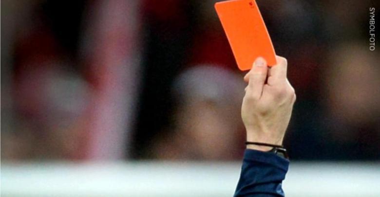 لإشهاره البطاقة الحمراء .. ألمانيا : لاعب يعتدي على حكم مباراة نهائية في بطولة للهواة في هذه المدينة