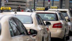"""في مدينة ألمانية .. اعتداء بالضرب على و إهانة نابعة من """" كراهية المثليين """" بحق امرأة على يد سائق تاكسي"""