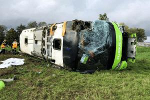 انقلاب حافلة نقل عام لشركة ألمانية في فرنسا و إصابة العشرات