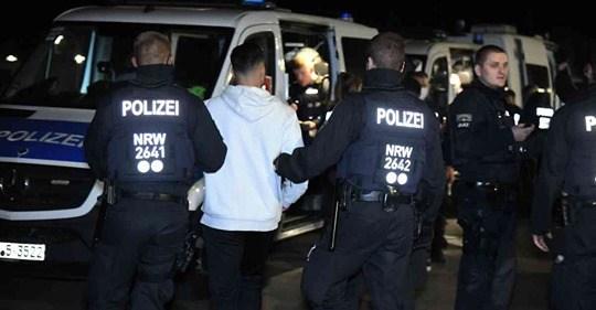 ألمانيا : الشرطة تطارد مهاجمين مشتبه باستهدافهما مقهى تركي