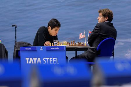 Wesley So vs. Levon Aronian in Round 3 of Tata Steel Masters 2015. Photo credit: Tata Steel Chess.