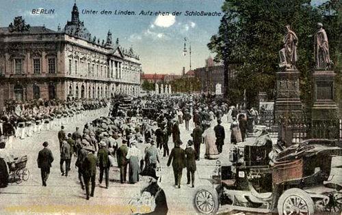 Berlin, Unter den Linden - Aufziehen der Schlosswache