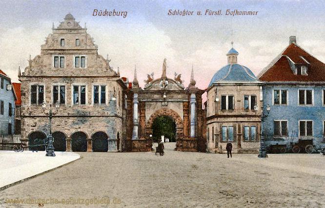 Bückeburg, Schlosstor und Fürstliche Hofkammer