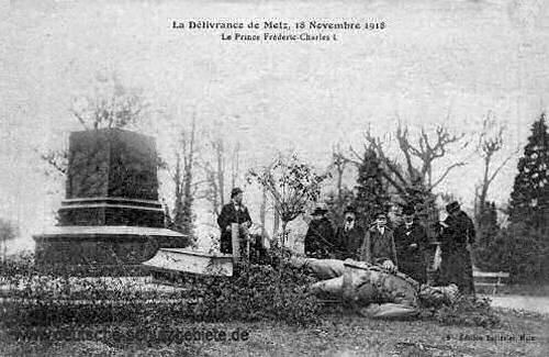 Metz am 18. November 1918, zerstörtes Friedrich Karl Denkmal