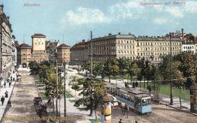 München, Isartorplatz mit Isartor