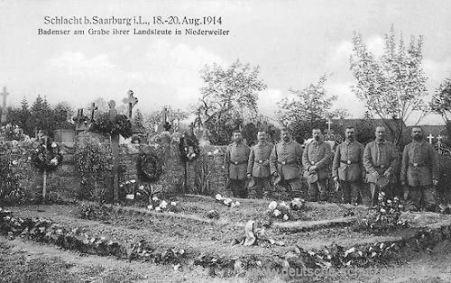 Schlacht bei Saarburg i. L., 18. - 20. Aug. 1914 - Badenser am Grabe ihrer Landsleute in Niederweiler