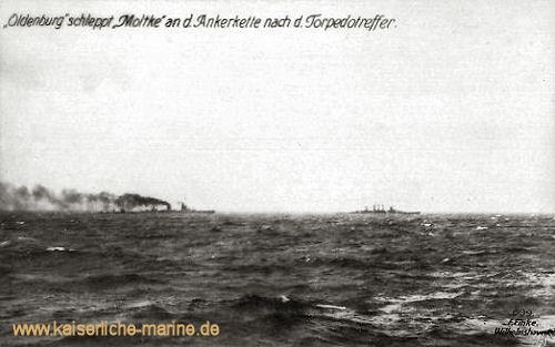 S.M.S. Oldenburg schleppt Moltke an der Ankerkette nach Torpedotreffer