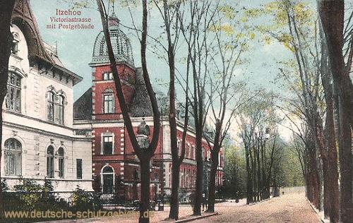Itzehoe, Victoria-Straße mit Postgebäude
