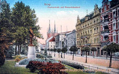 Brieg, Piastenstraße und Bismarckdenkmal