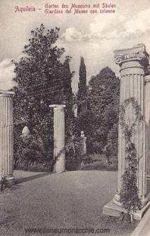 Aquileia, Garten des Museums mit Säulen