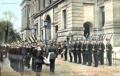 Braunschweig, Ablösung der letzten Wache in schwarzer Uniform am 2. Mai 1892