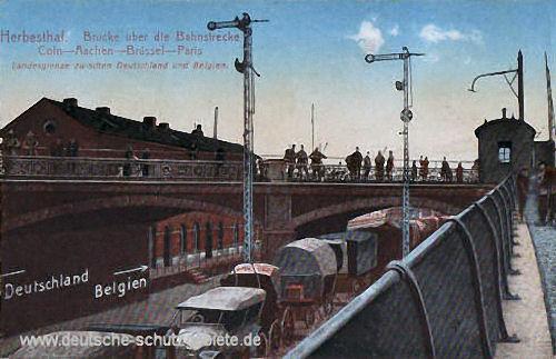 Herbesthal - Brücke über die Bahnstrecke, Köln-Aachen-Brüssel-Paris, Die Brücke bildet die Landesgrenze zwischen Deutschland und Belgien