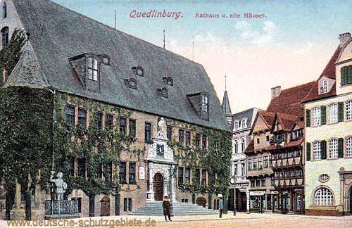 Quedlinburg, Rathaus und alte Häuser
