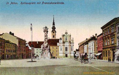 St. Pölten, Rathausplatz mit Franziskanerkirche