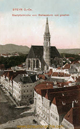 Steyr, Stadtpfarrkirche vom Rathausturm aus gesehen
