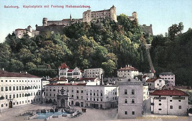 Salzburg, Kapitelplatz mit Festung Hohensalzburg